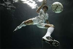 Umbro põe Deco a jogar debaixo de água - Meios   Publicidade - Meios ... d515db1a619d2