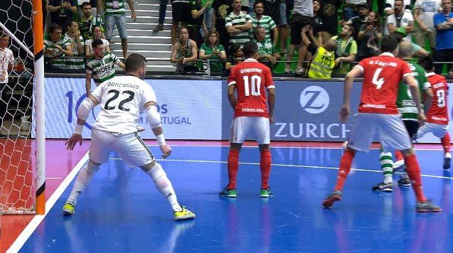 O futsal volta a ser aposta na estratégia de patrocínios da seguradora  Zurich para o mercado português e6c9e55ecc923