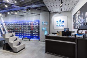 19b3798f163 11 lojas da Adidas encerradas em Portugal - Meios   Publicidade ...